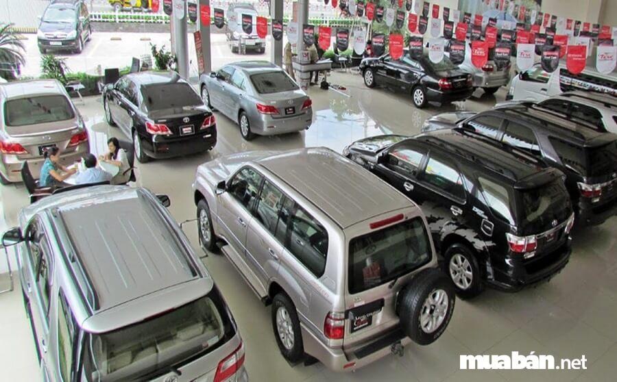 Người mua cần yêu cầu người bán rút toàn bộ hồ sơ gốc của xe tại cơ quan công an nơi ô tô đó đang đăng ký.