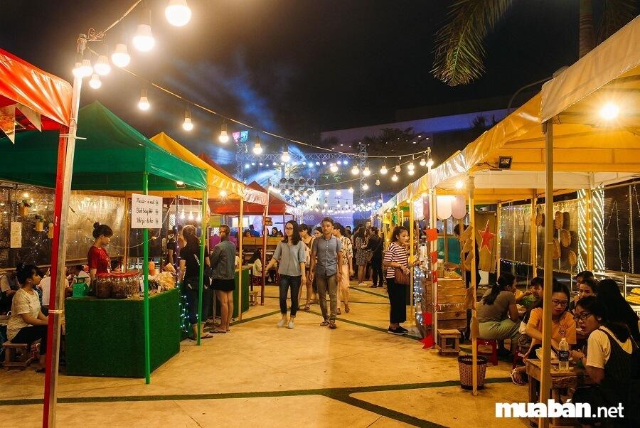 Thường thì các khu chợ đều có quy hoạch rõ ràng và mặt bằng đẹp đẽ rất thuận lợi để kinh doanh, buôn bán.