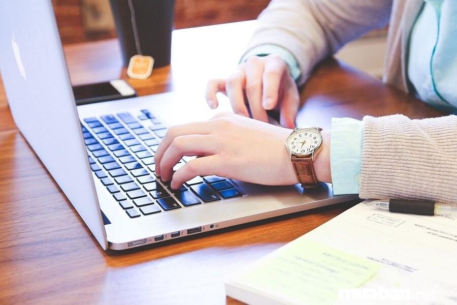 Nếu bạn có khả năng viết, bạn có thể tìm việc làm thêm là cộng tác viên viết bài
