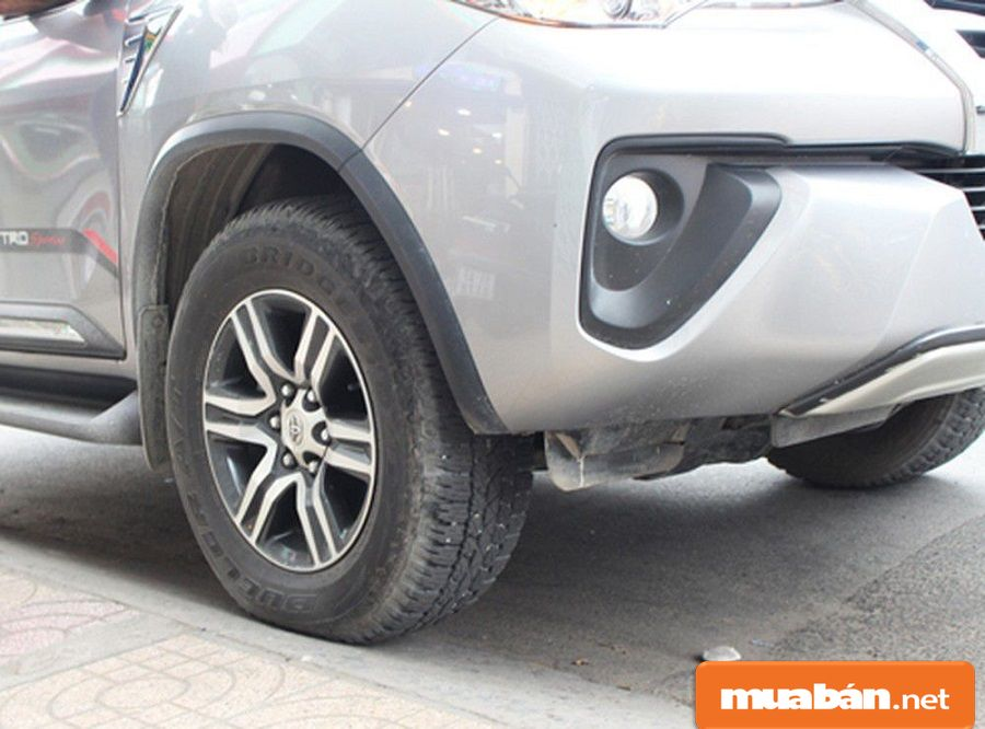 Nếu bạn đậu kênh bánh xe, sẽ có 2 bánh xe chịu lực lớn hơn 2 bánh còn lại.