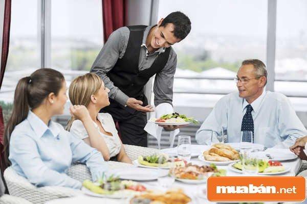 Tuyển nhân viên phục vụ nhà hàng