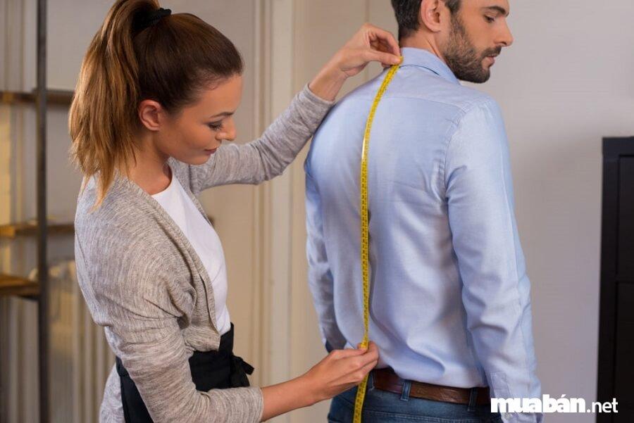 Người thợ may cần có kỹ năng giao tiếp. Và một thái độ đúng mực, hiểu ý khách hàng.