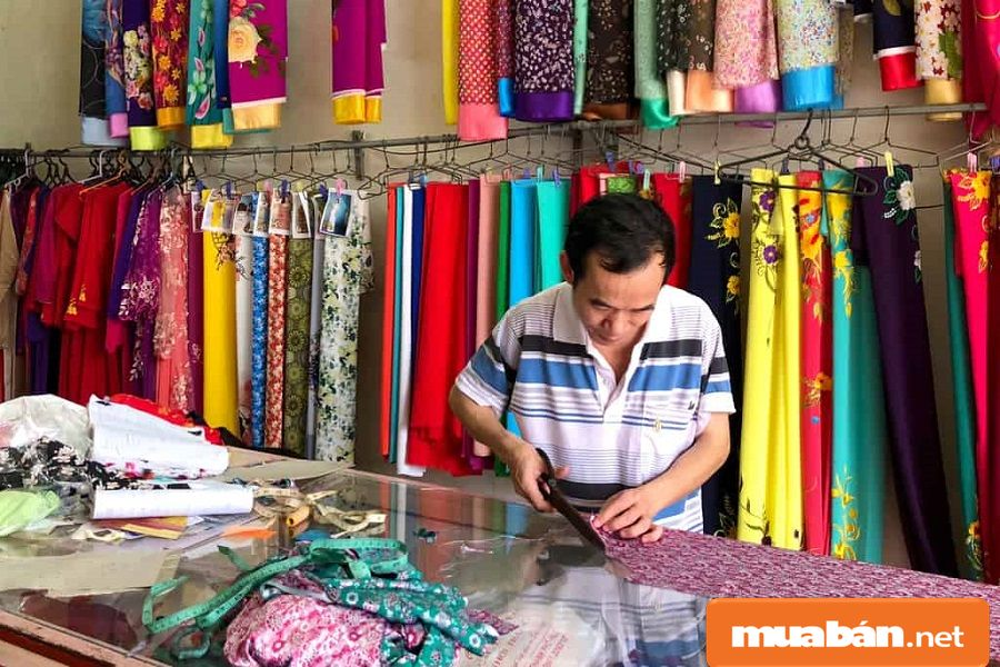 Nếu thợ may không có tính cẩn thận sẽ khó có được những trang phục đẹp.