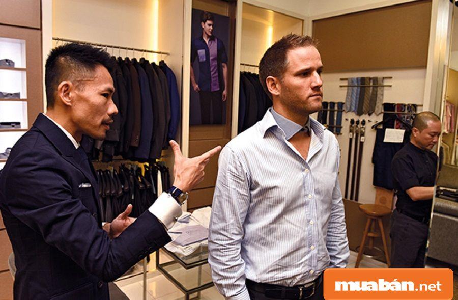 Thợ may thành công cần phải đáp ứng được nhu cầu, thị hiếu thời trang của khách hàng.