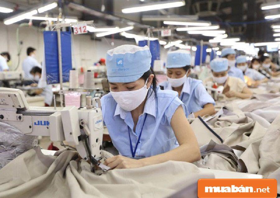 Thợ may sản phẩm là những người sẽ hoàn thành sản phẩm trước khi sản xuất.
