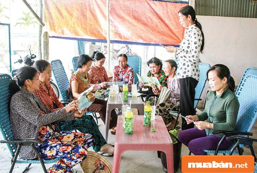 Các chị em có thể nhờ Hội phụ nữ ở địa phương giới thiệu và hỗ trợ nhận việc về làm.
