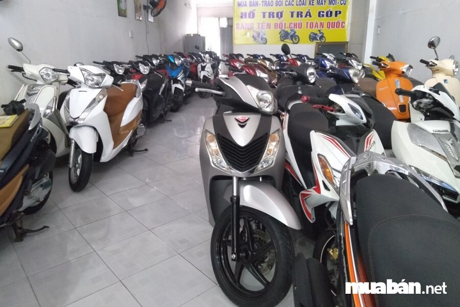 Theo quy định của pháp luật Việt Nam thì tổ chức, cá nhân mua xe máy cũ đều phải tiến hành làm thủ tục sang tên đổi chủ cho xe.