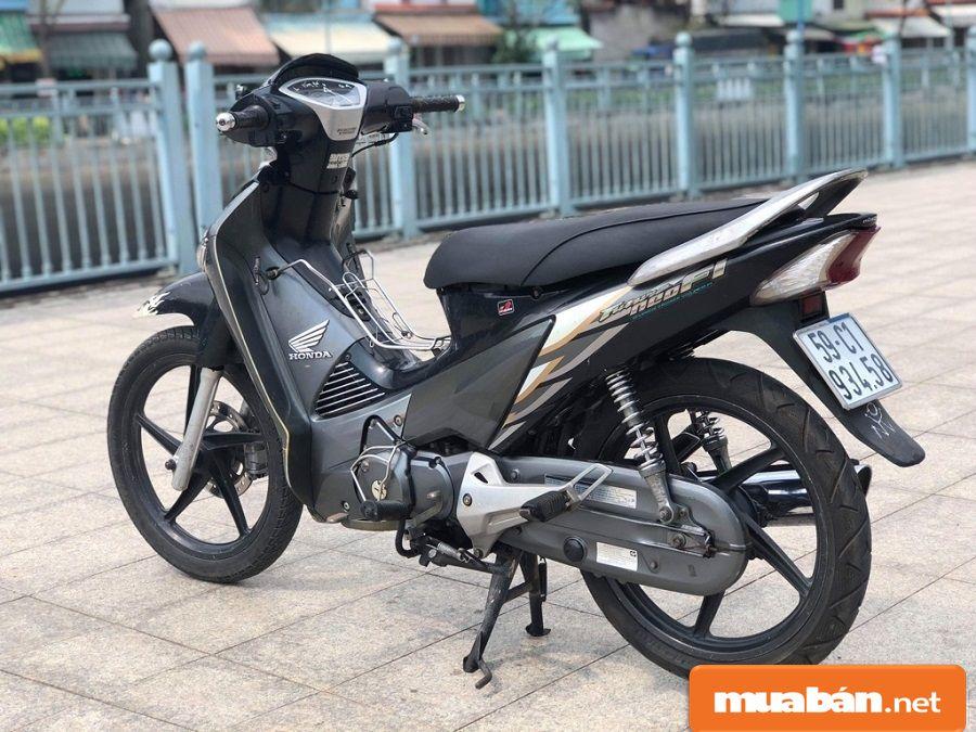 Xe có thiết kế đậm nét thể thao và là dòng xe đầu tiên của Honda có thiết kế bánh mâm.