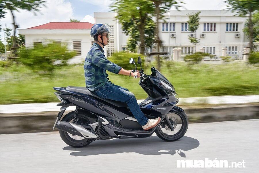PCX Hybrid đời mới có khả năng tăng tốc vô cùng mạnh mẽ và tiết kiệm nhiên liệu hơn.