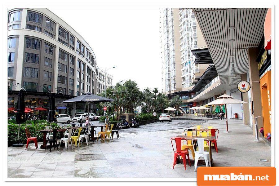 Xung quanh khu vực sinh sống, bạn vẫn có thể tha hồ lựa chọn linh hoạt cafe, mua sắm...