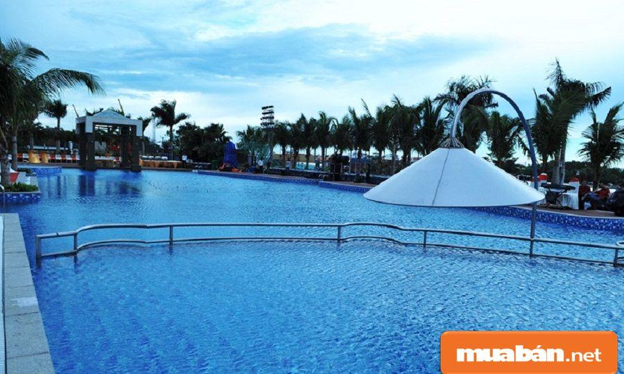 Một trong những bể bơi sang trọng, hiện đại dành cho cư dân sinh sống tại các căn hộ.