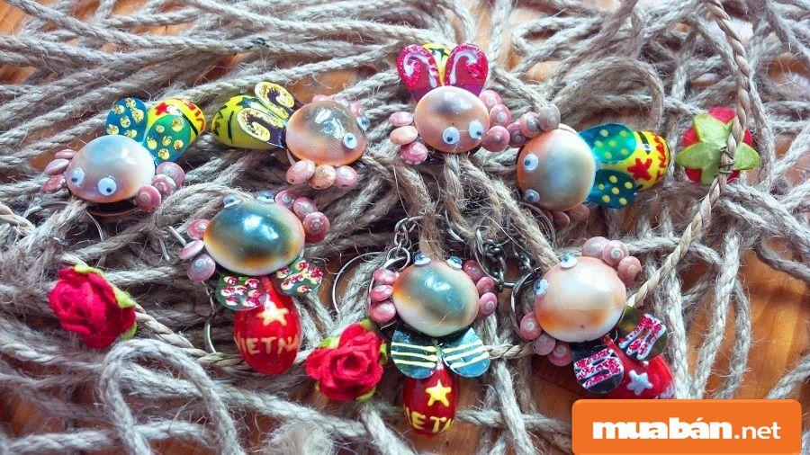 Bạn có thể nhận gia công các món đồ handmade tại nhà từ vỏ sò, ốc...