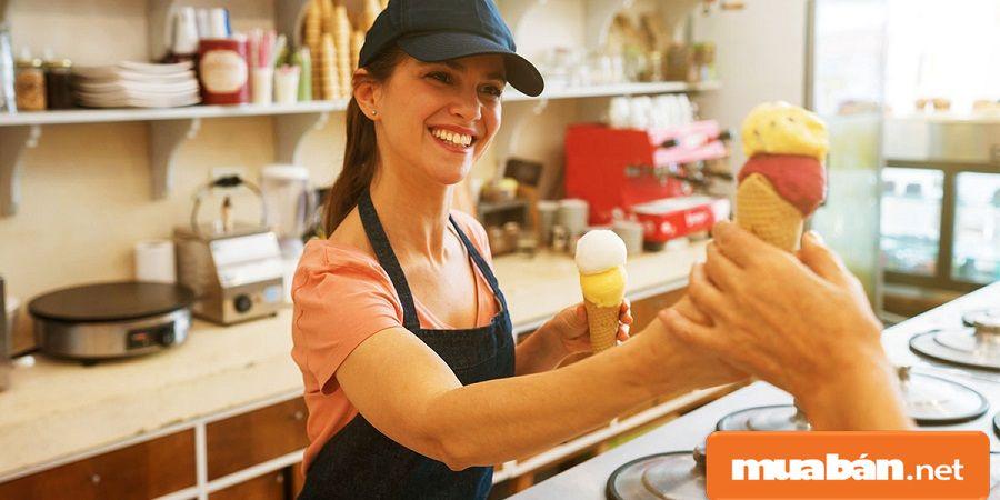 Để trở thành nhân viên bán hàng, bạn cần có kỹ năng giao tiếp, nhiệt tình, tự tin...