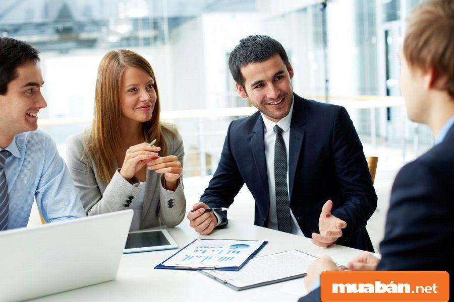 Nếu được, bạn cũng có thể thử sức làm thêm trong lĩnh vực nhân viên kinh doanh.