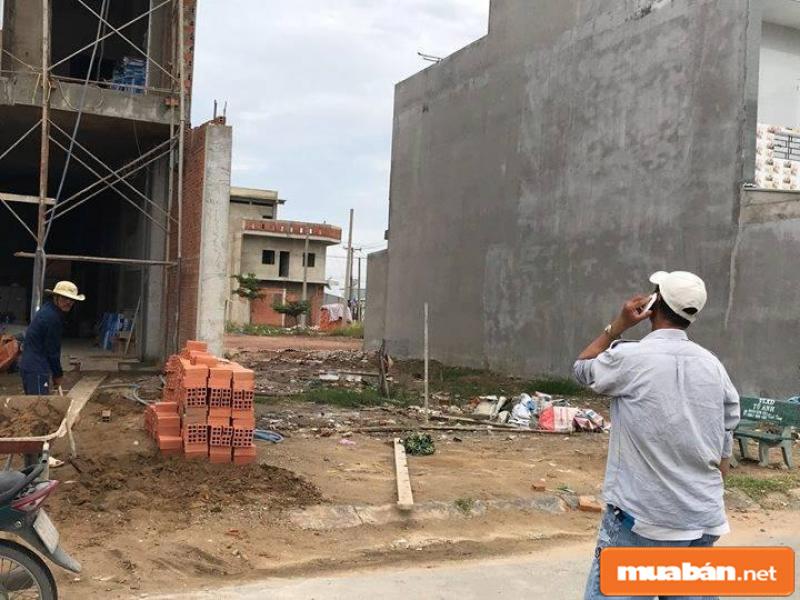 Nhà ở được khởi công xây dựng gần chợ ngày càng nhiều
