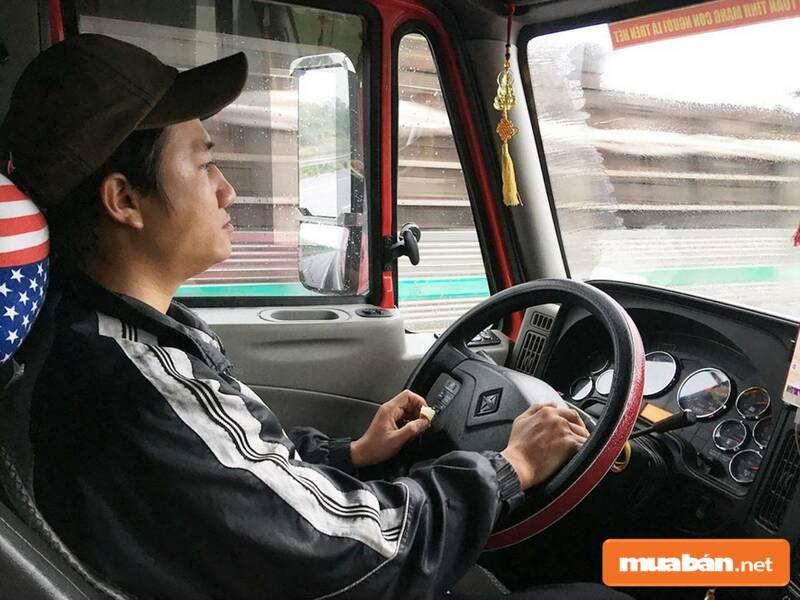 Việc làm lái xe là lựa chọn HOT cho lao động phổ thông