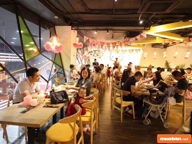 Phục vụ nhà hàng, quán ăn cũng là nghề dễ tìm, lương hợp lý tại Đà Lạt