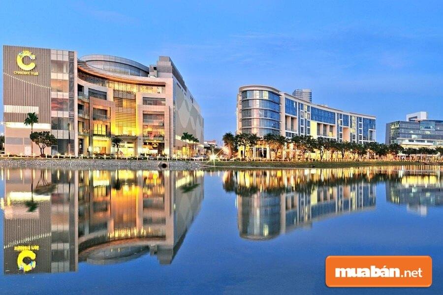 Trung Tâm Thương Mại Crescent Mall Với Thiết Kế Độc Đáo Là Nơi Tập Trung Của Hơn 140 Thương Hiệu Cao Cấp Quốc Tế