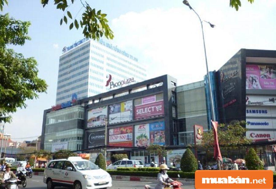 Do nằm ở vị trí đường lớn, dân cư đông nên xung quanh tòa nhà có khá nhiều dự án.