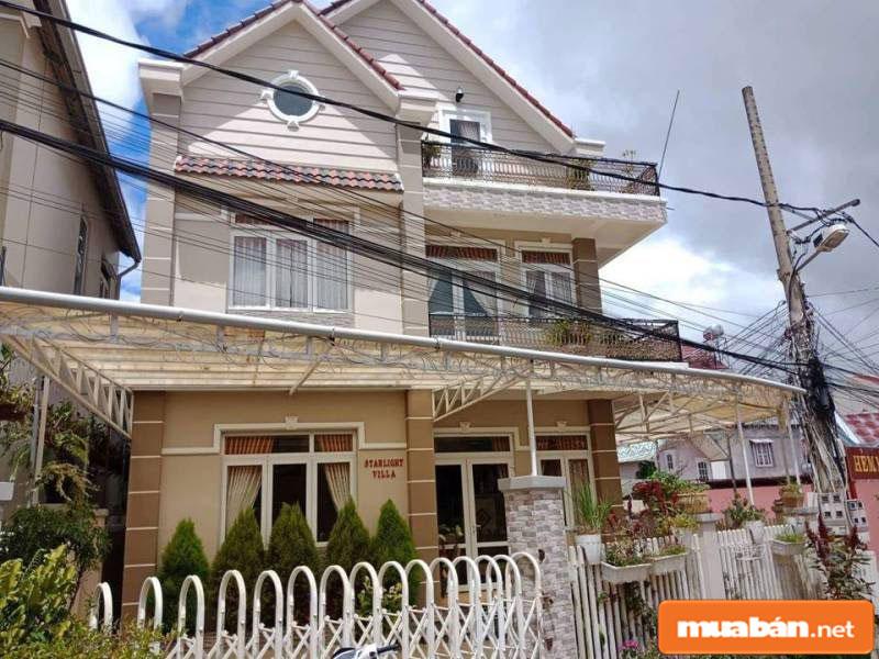 Nhiều căn nhà được trang bị tiện nghi, sở hữu vị trí mặt tiền đẹp mắt
