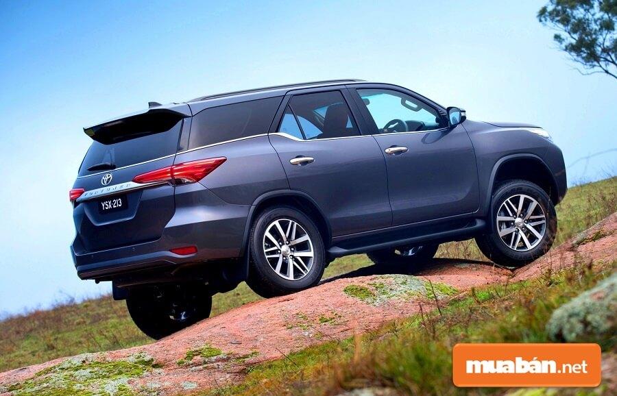 Ngay từ khi mới ra mắt, dòng xe Toyota Fortuner là mẫu SUV 7 chỗ gia đình dẫn đầu trong phân khúc.
