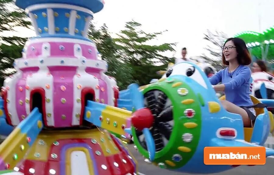 SC VivoCity còn đầu tư khu vui chơi khô và ướt dành cho trẻ em .