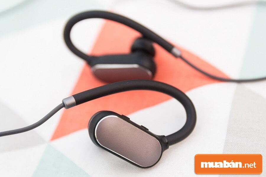 Xiaomi Mi Sport cho âm thanh sắc nét, kết nối Bluetooth mạnh mẽ.