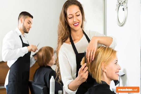 Rất nhiều nơi đang tuyển thợ phụ tóc Quận 1