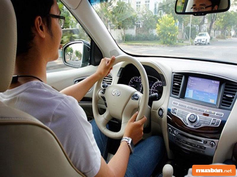 Lái xe riêng cho sếp hay gia đình rất được ưa chuộng