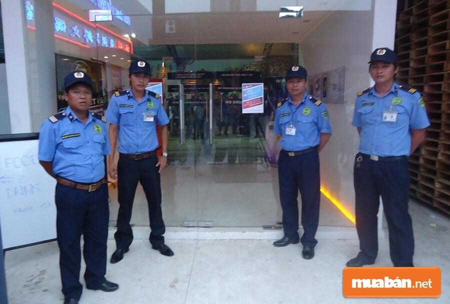 Các cơ quan, tổ chức, địa điểm vui chơi giải trí nhân dịp Tết đều tăng cường công tác an ninh, bảo vệ.
