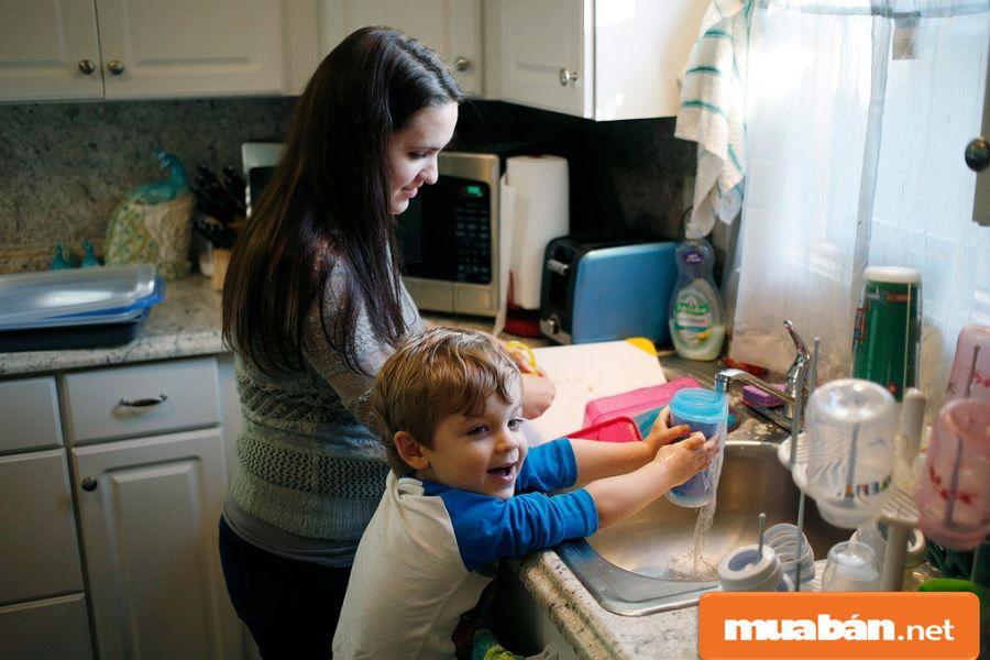 Bạn có thể chia sẻ cách chăm sóc em bé, cách làm và chế biến các món ăn dặm cho trẻ.