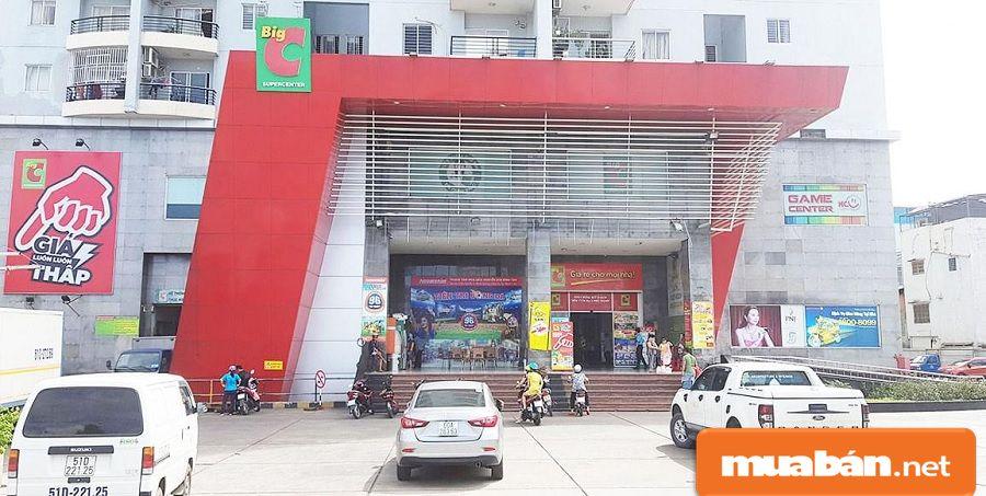 Các trung tâm thương mại và dịch vụ quy mô lớn nhỏ được đầu tư với quy mô lớn.