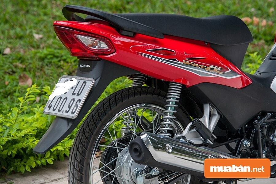 Xe Honda Wave Alpha có khối lượng bản thân chỉ 98 kg, khá nhẹ.