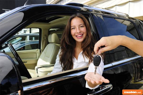 mua xe ô tô có cần xem tuổi không 01