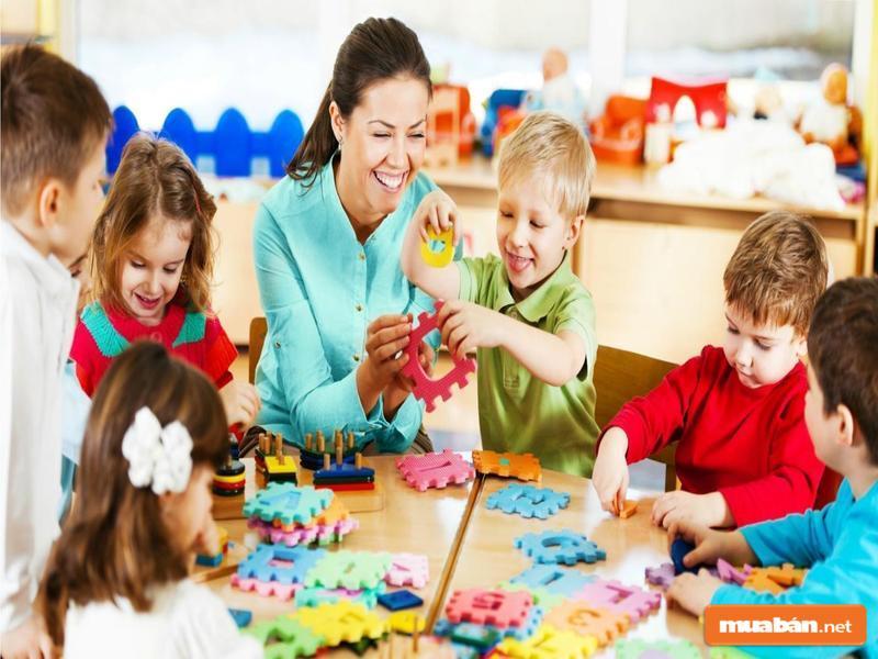 Các mẹ bỉm sữa tìm việc làm thêm tại nhà có thể chọn trông trẻ