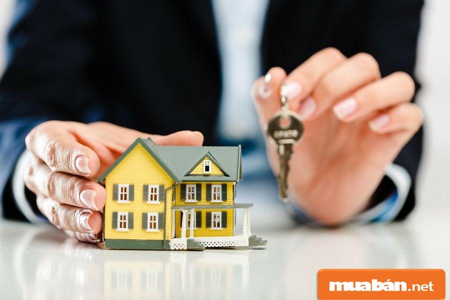 Hãy kiểm tra các giấy tờ chứng minh tài sản của người cho thuê.