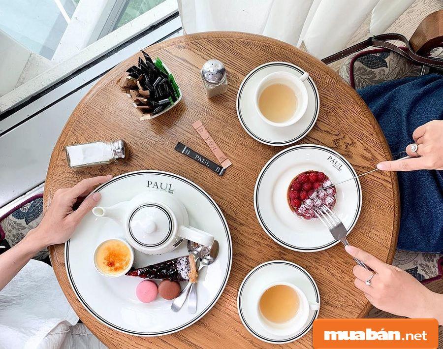 Bạn có thể hẹn hò bằng một buổi trà chiều với không gian thơm mùi bánh cùng âm nhạc.