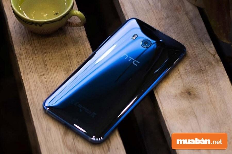 HTC U11 xách tay gây ấn tượng với bất cứ ai có cơ hội chiêm ngưỡng nó