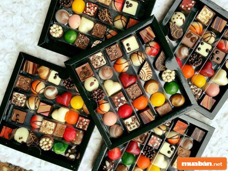 Hộp socola với nhiều hình dáng, màu sắc đa dạng