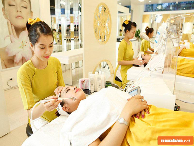 Lương cùng tiền hoa hồng của nhân viên massage hiện nay khá hấp dẫn
