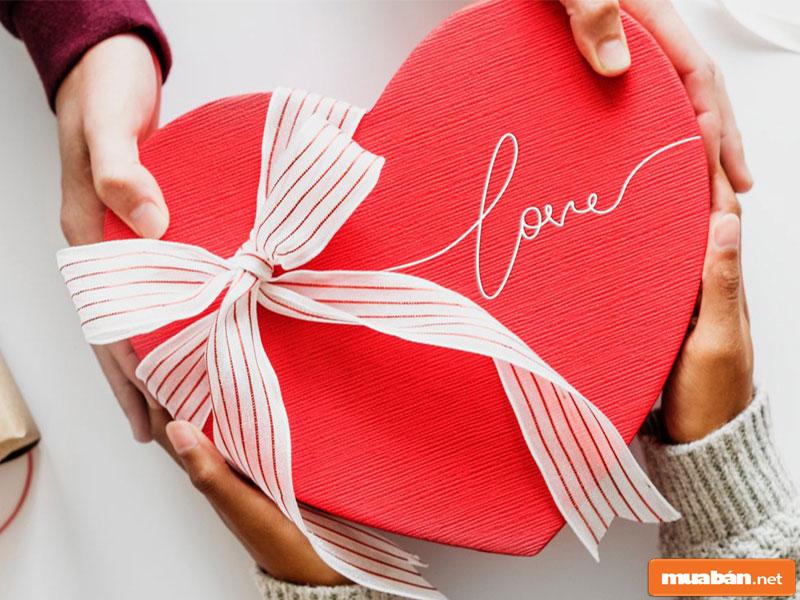 Valentine tặng gì cho bạn gái?