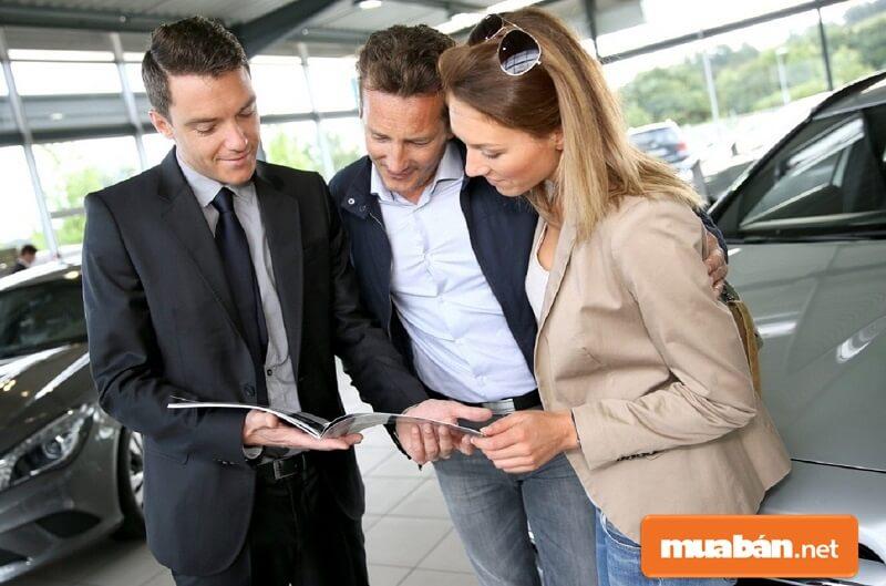 Bạn nên đọc thật kỹ hợp đồng để biết được danh sách đâu là đại lý ủy quyền để bảo hành xe.