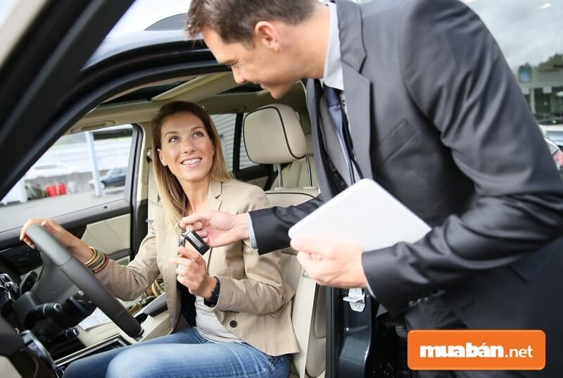 Hợp đồng mua bán xe ô tô, tặng xe ô tô đều phải có công chứng theo quy định của pháp luật.