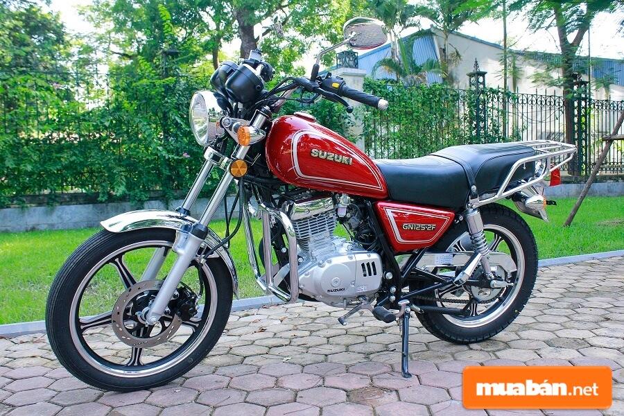 Những ai yêu xe moto giá rẻ có phong cách cổ điển thì Suzuki GN125 chính là ứng cử viên sáng