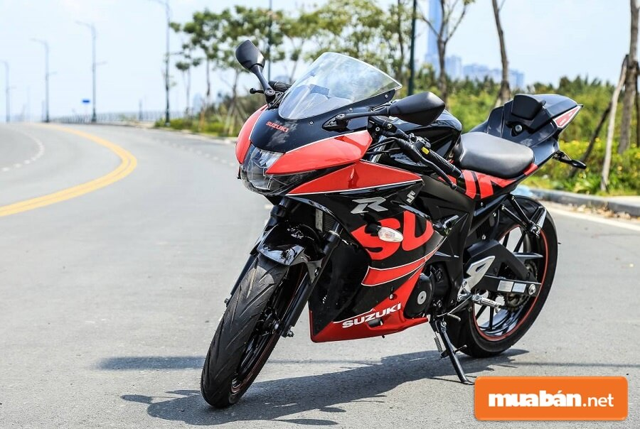 GSX R150 là mẫu xe có thiết kế ấn tượng với nhiều đường nét cơ bắp và khối động cơ khỏe khoắn.