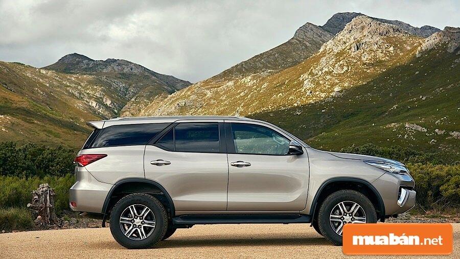 Khách hàng có nhu cầu mua Toyota Fortuner cũ nên ưu tiên chọn xe có tuổi đời tối đa 7 năm.