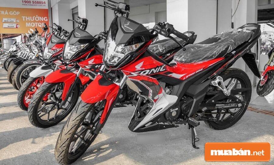 Honda Sonic 150R hiện đang được phân phối tại thị trường Việt Nam với giá chỉ 61,2 triệu đồng.