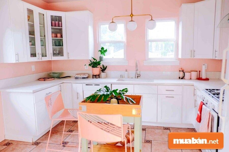 Đối với những căn bếp nhỏ nên dùng các thiết bị nội thất thông minh, âm tường.