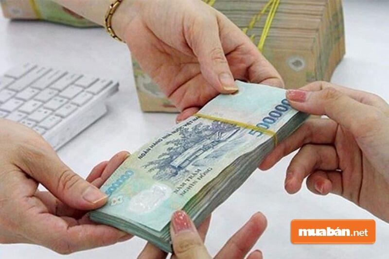 Phạt tiền từ 400.000 - 600.000 đồng đối với cá nhân, từ 800.000 đồng - 1,2 triệu đồng đối với hành vi mua bán xe máy cũ nhưng không sang tên theo quy định của pháp luật.