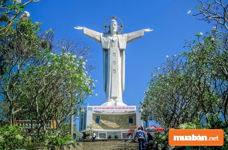 Tượng Chúa Kito là một trong những địa điểm du lịch Vũng Tàu nổi tiếng